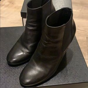 Chanel black booties - pearl size 38